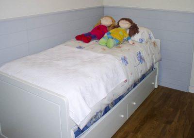 HBT103 Habitación Infantil con Mesa, Librería y Cabecero Friso