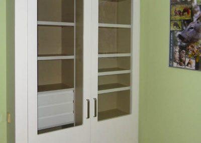 Librería estantería con puertas abatibles lacadas