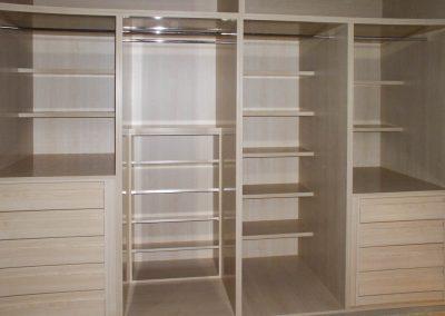 Interior de armario extra profundo