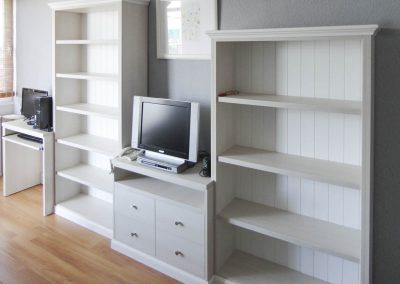 Mueble de TV con estanterías (traseras friso)