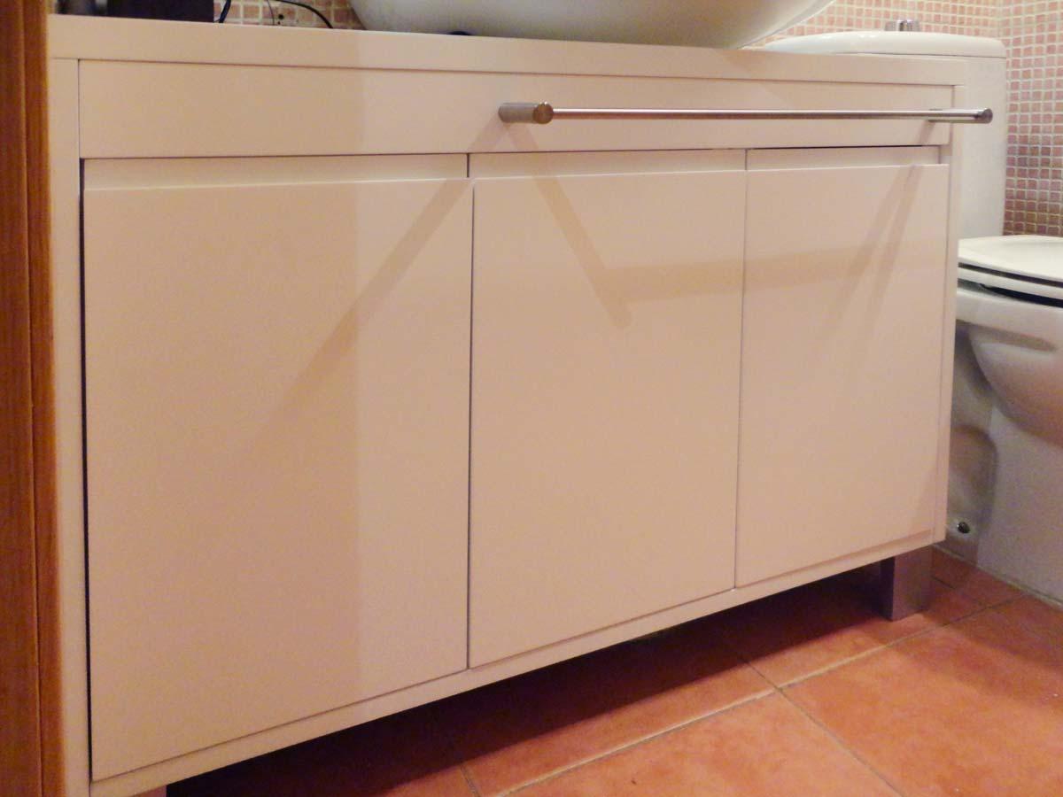 Ban105 mueble de ba o con toallero arce amarillo for Toallero extraible